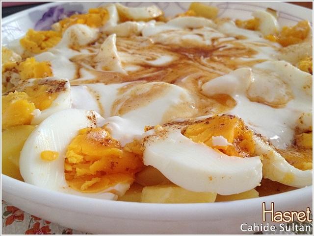 Yumurtalı Yoğurtlu Patates Salatası (1/2)