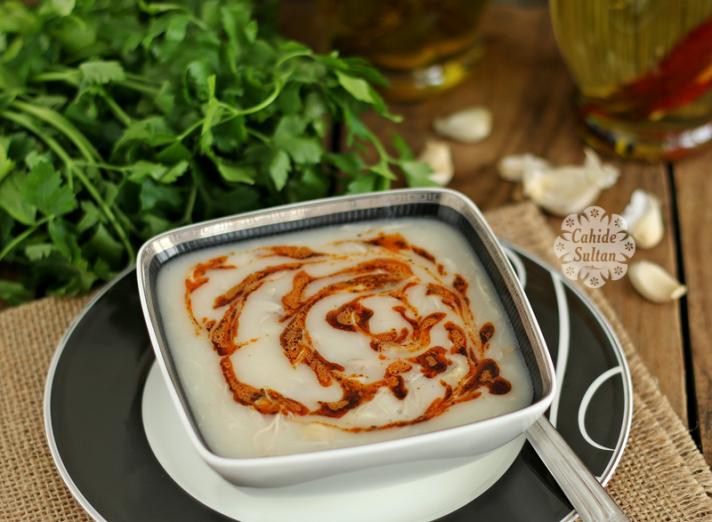 Tavuklu paça çorbası (Yatay)